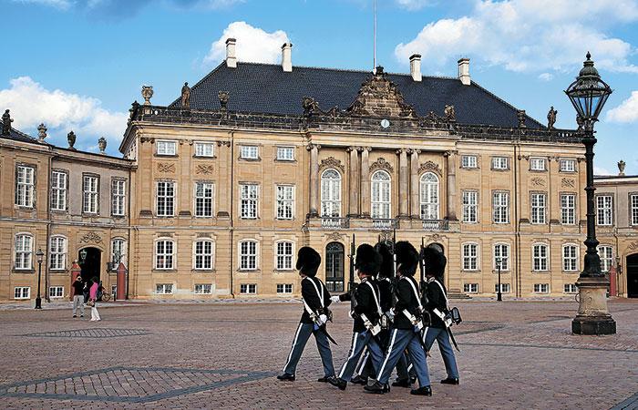 Смена караула у королевской резиденции