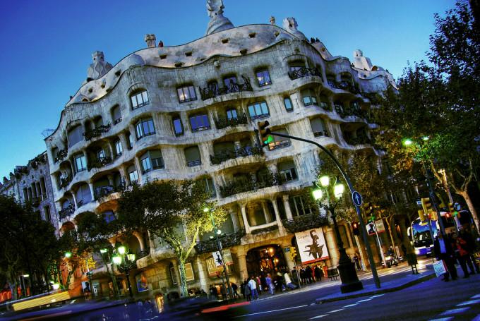 Дешевые авиабилеты в Барселону - цены и спецпредложения