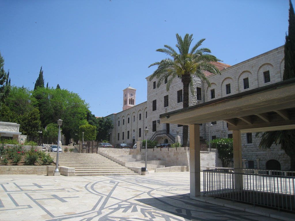 Двор Церкви Благой Вести