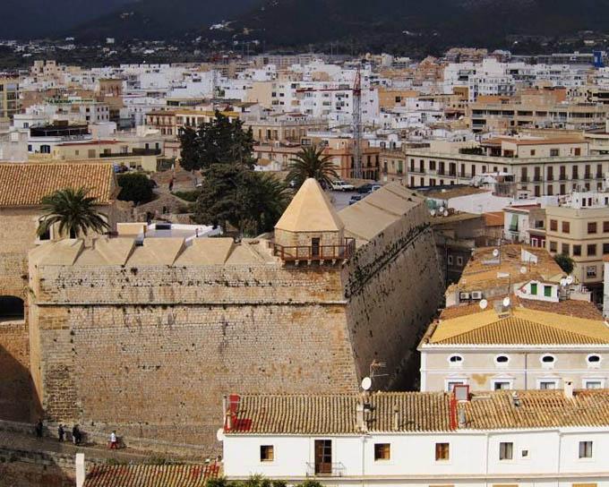 Ибица, замок XII века